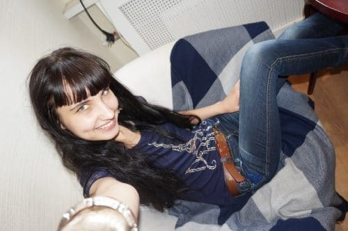 Séverine, femme au foyer, veut essayer le BDSM