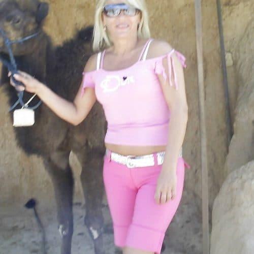 Emilie, divorcée depuis 5 ans, un mètre soixante